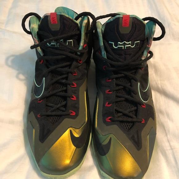 f9b157e31c709 LeBron James LBJ XI Basketball Shoes. M 5b47fdfc534ef9712ab2ca86